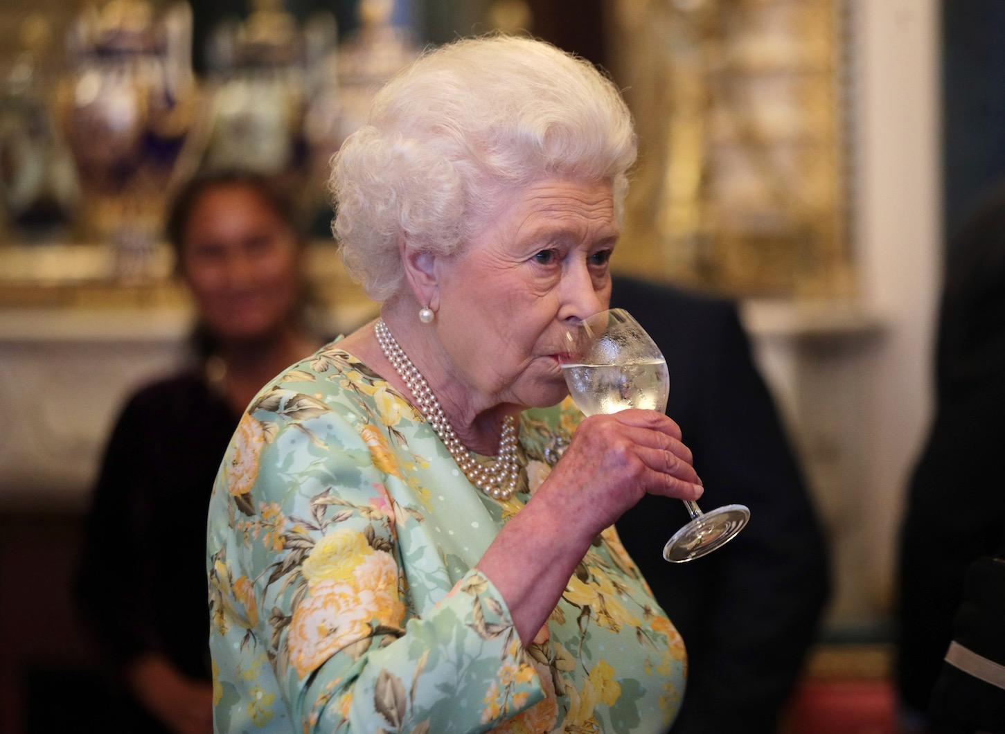أفعال غير قانونية لا يحق إلا للملكة اليزابيث أن تفعلها