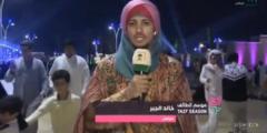 مذيع سعودي يثير الجدل بسحبه الميكروفون بسرعة من مواطن عبر عن رأي مفاجئ