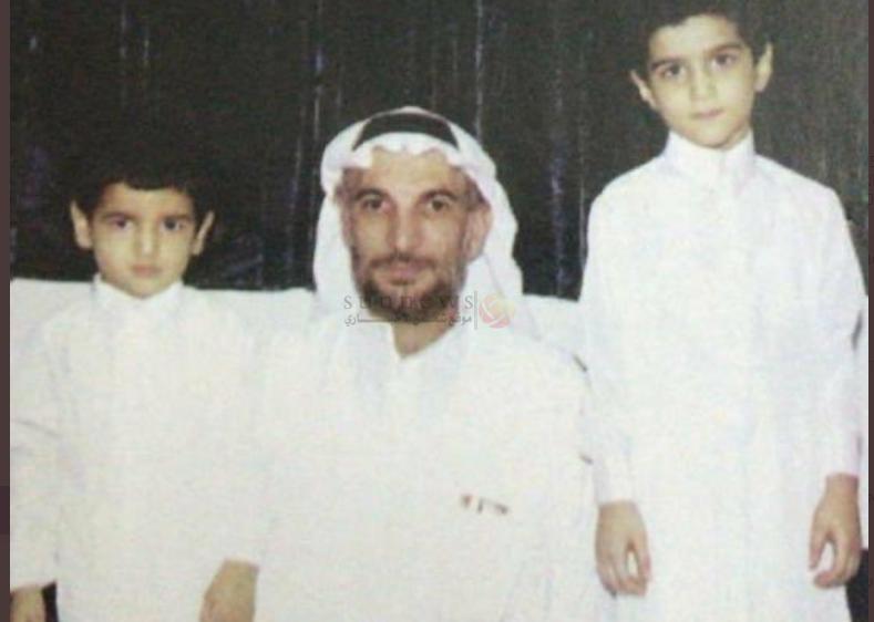 المفقود موسى الخنيزي مع والده