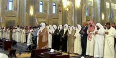 بالفيديو مؤذن يبكي بحرقة وهو ينادي صلوا في رحالكم في السعودية