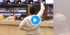 بالفيديو لحظة القبض على شخص اقتحم مطعم البيك غرب الرياض وبحوزته سكين