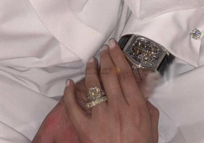 سعر ساعة زوج فوز الفهد