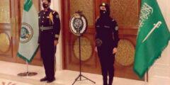 صورة سيدة بالزي العسكري الملكي السعودي تثير جدلاً واسعاً… شروط التقدم لوظيفة في الحرس الملكي للنساء